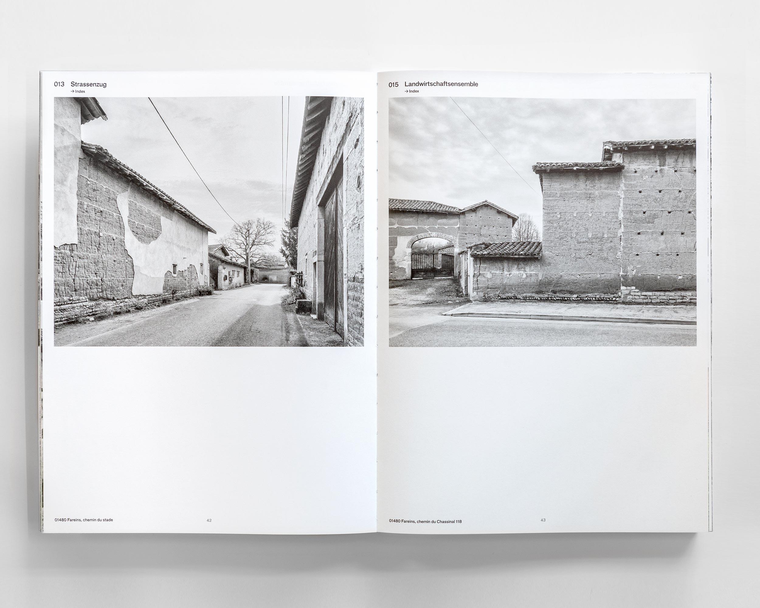 """Photograph des Buches """"Pisé - Stampflehm""""  483/11"""
