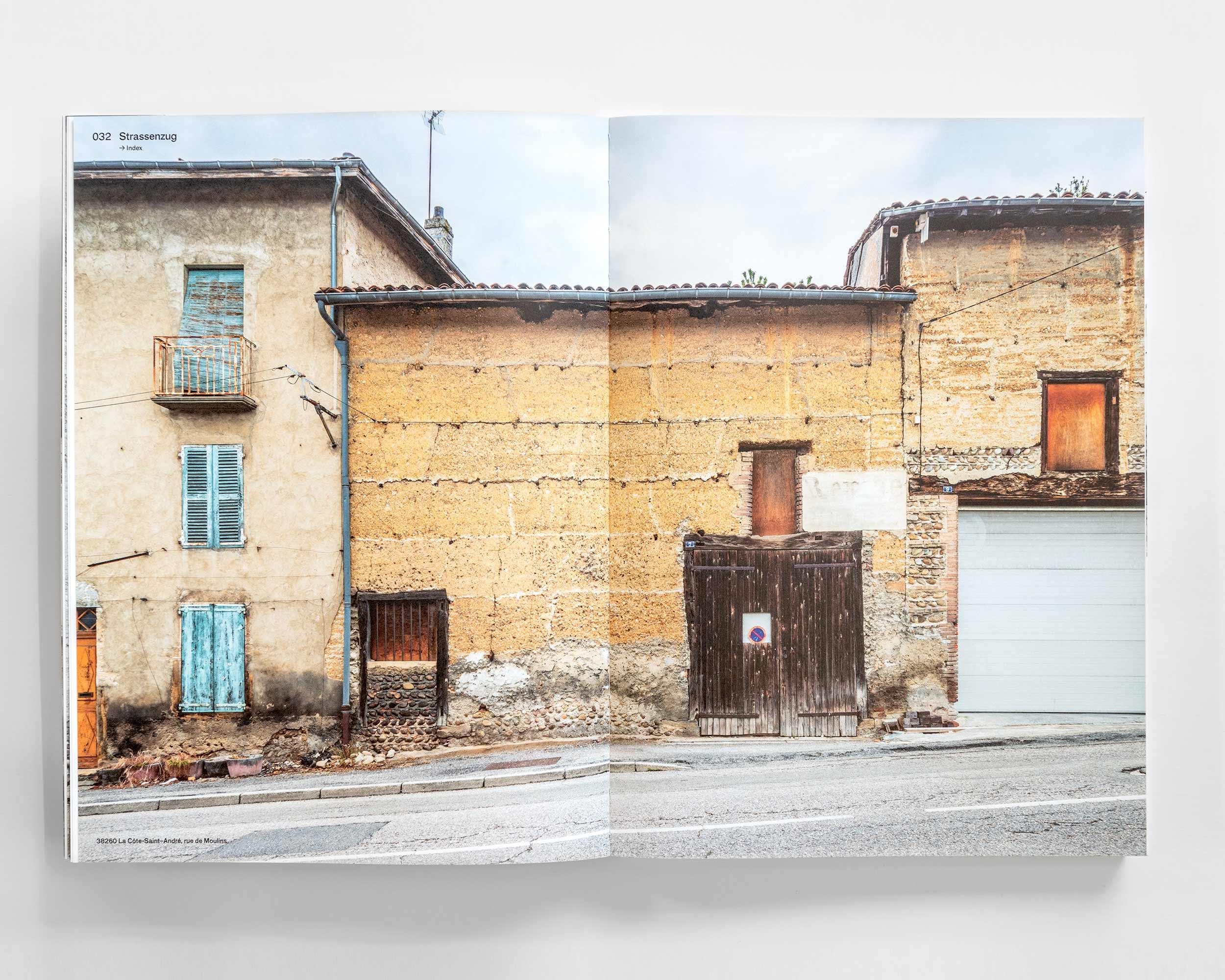 """Photograph des Buches """"Pisé – Stampflehm""""  8/11"""
