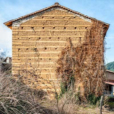 Pisé – Stampflehmbauten in Frankreich